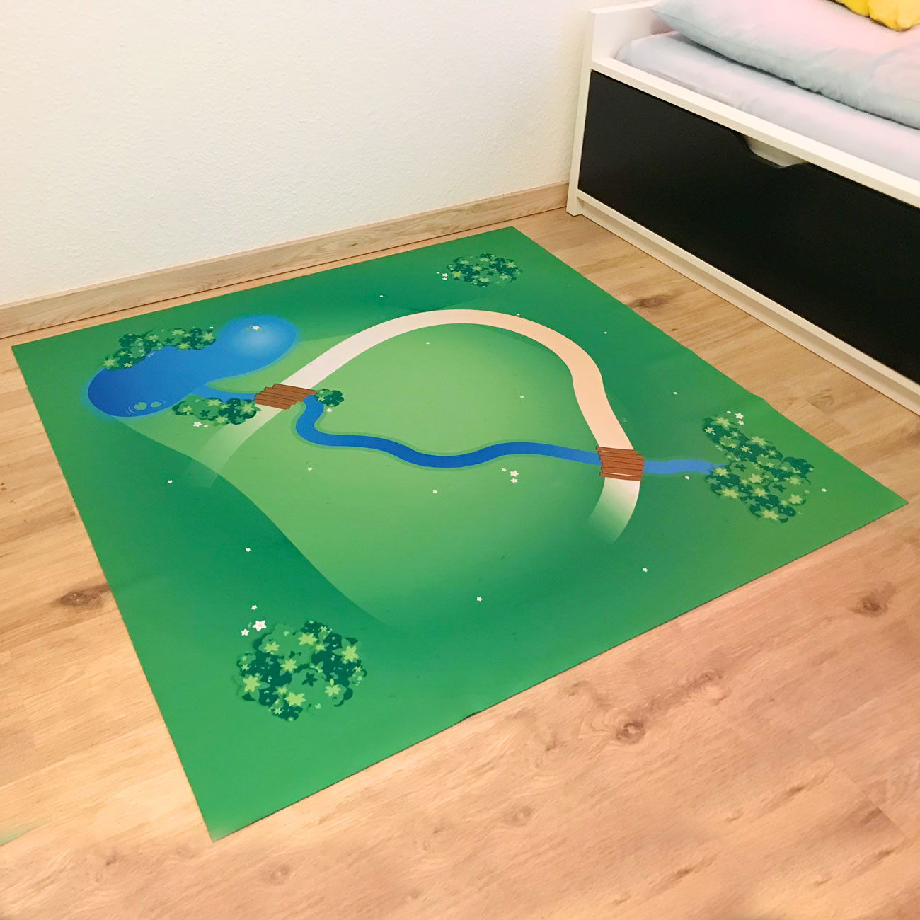 4 Spielmatten Spielmatten Set Große Landschaft mit Bach