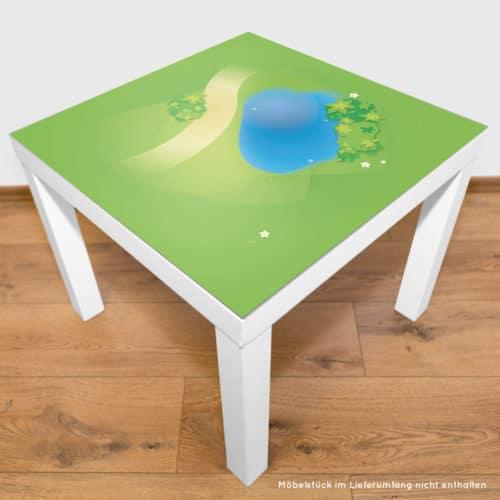 Spielmatte – Graslandschaft mit Teich